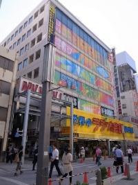 建て替え前の秋葉原ラジオ会館(2010年9月撮影)