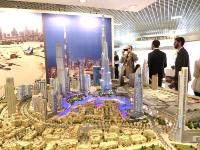 ドバイのデベロッパー最大手、Emmar Propertiesによる展示。中央は世界で最も高いブルジュ・ハリファ